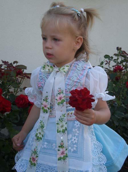 Dziewczynka w stroju ludowym - Moravská Nová Ves