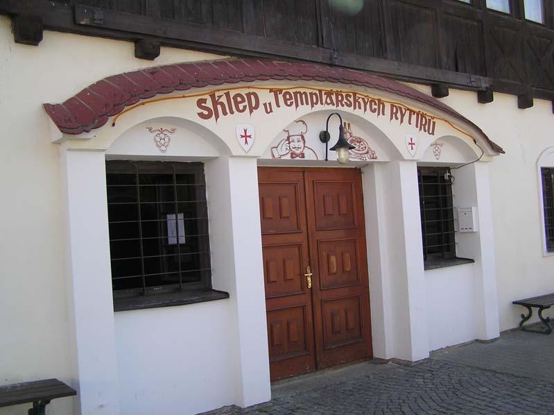 Wejście do piwnic win Templariuszy - Čejkovice