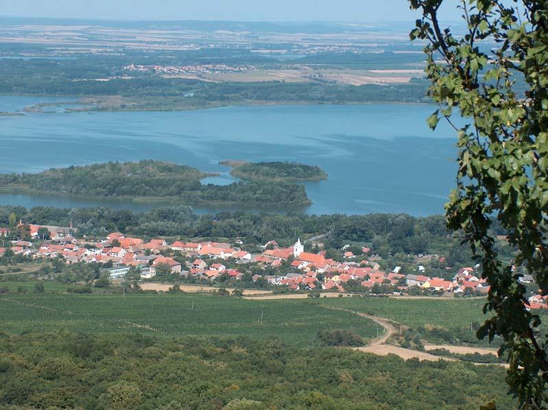 Widok na Dolní Věstonice i Zbiorniki Nowomlyńskie