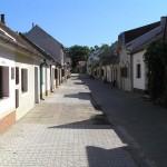 Uliczka piwnic win w Nechorach