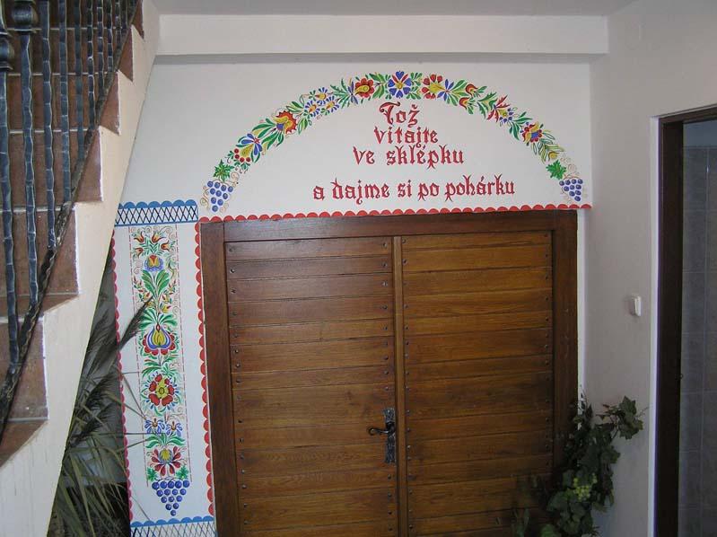 Winiarstwo rodziny Cichów – wejście do piwniczki