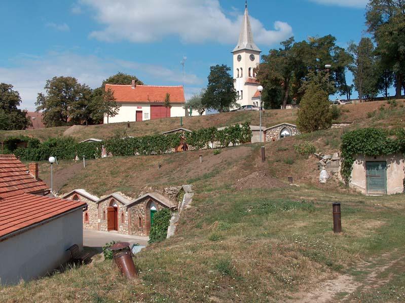 Vrbice – piwniczki pod kopcem Stráž